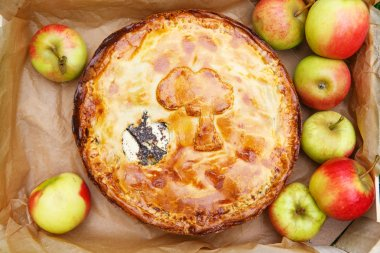 Fresh baked apple pie and apples.