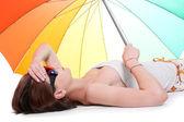 fiatal nő, hőguta feküdni a tengerparton