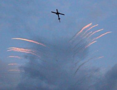 savaş helikopteri siluet savunma ile