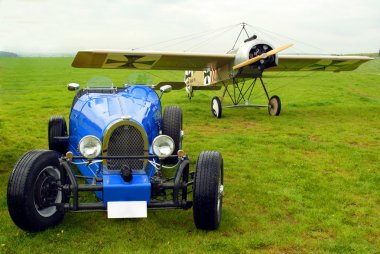 Historic racer and historic monoplane