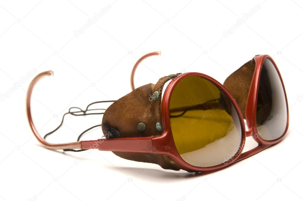 85649658b Óculos de óculos de sol clássico vintage geleira com pedaços de couro  lateral bloco sol e Reflexões também chamado óculos de glaciar — Foto de ...