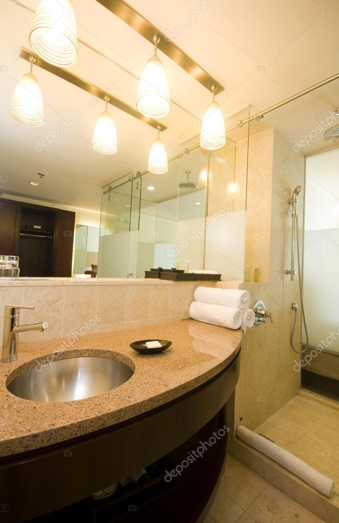 luxe hotel badkamer trinidad poort van Spanje — Stockfoto © rjlerich ...