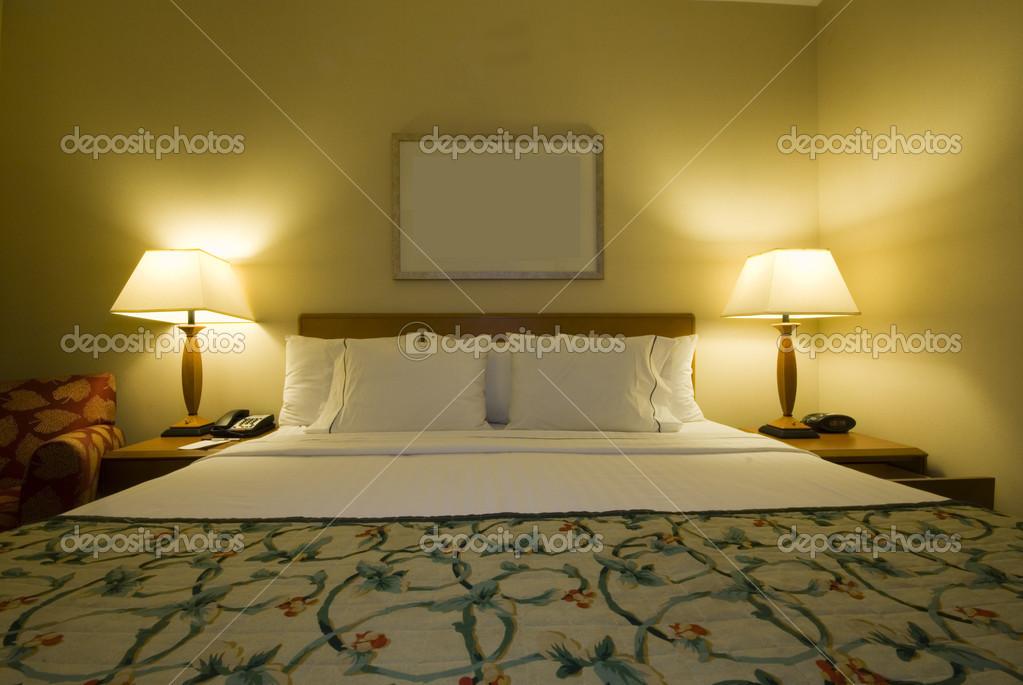 Hotel camera con letto queen size u foto stock rjlerich