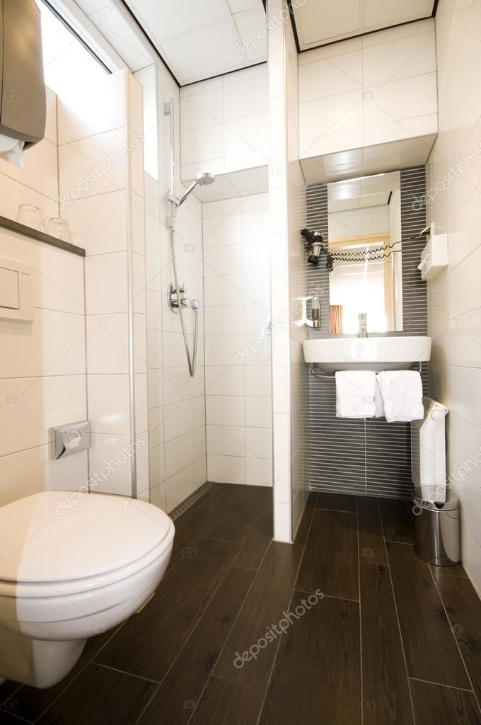 moderne hotel badkamer amsterdam nederland stockfoto