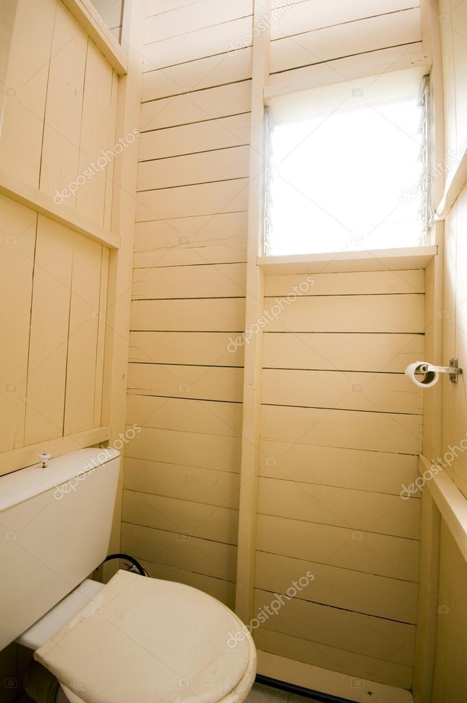 badkamer toilet in Caribische Pension — Stockfoto © rjlerich #23057864