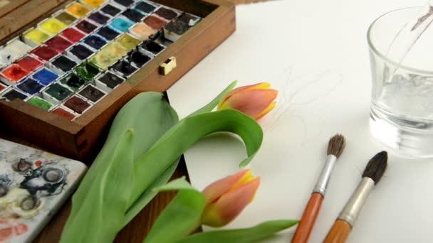 tömés egy pohár vízzel festeni tulip akvarelljei.