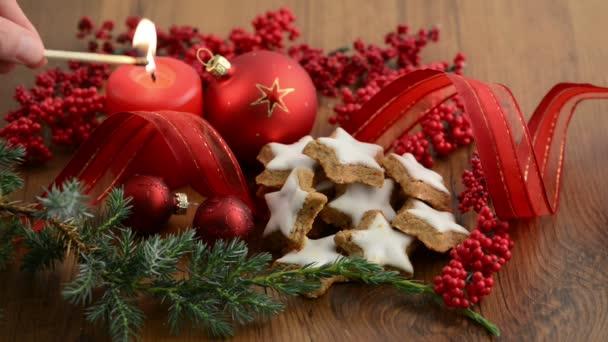zapálil svíčku na vánoční čas
