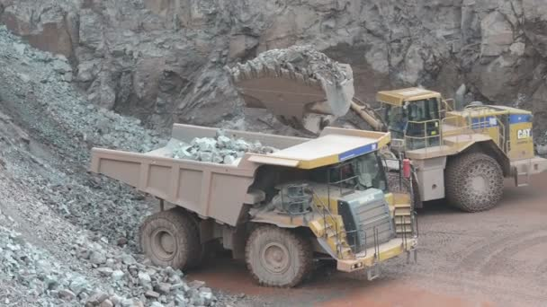 Earth mover ready to loading a dumper truck