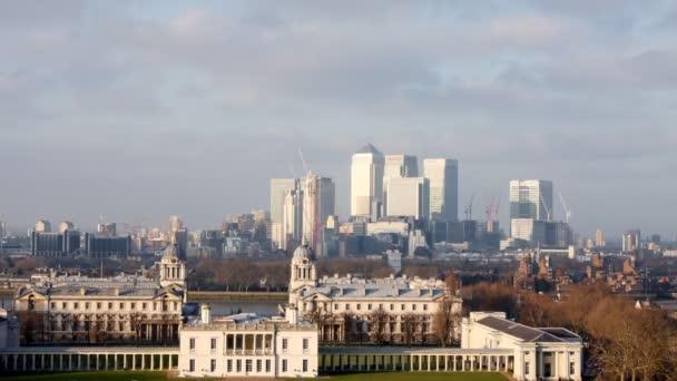 pohled na londýnské docklands od parku greenwich