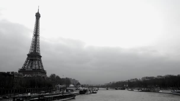 timelapse pohled eifel tower a řeky seine, Paříž, Francie