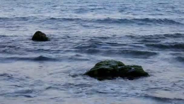 abstraktní krásný záběr klidné moře a pláž při západu slunce
