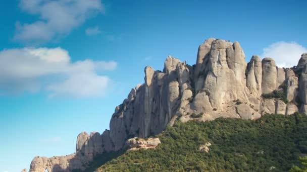posouvání timelapse slavné a majestátní pohoří montserrat v Katalánsku