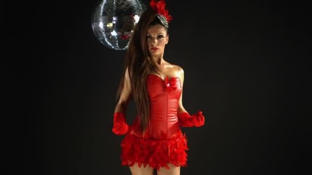 krásná profesionální gogo tanečnice