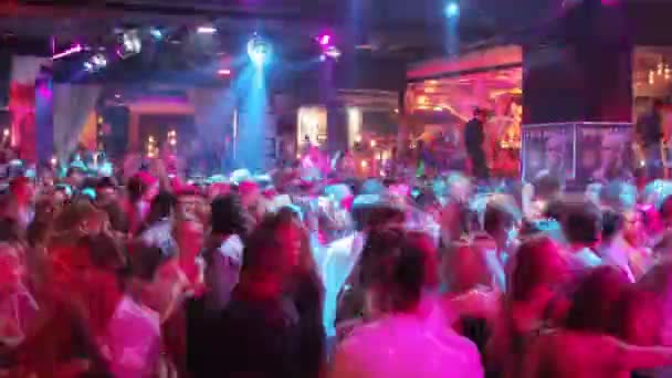 TimeLapse lövés a közönség, a nightclub tánc