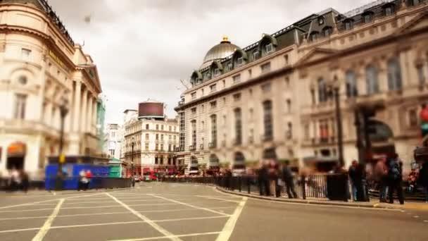 pouliční scéna z piccadilly circus, Londýn, Anglie