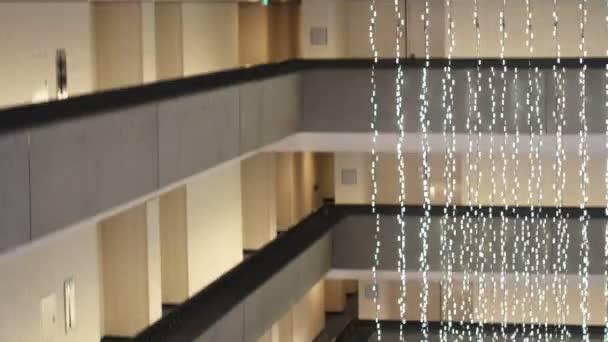 výtahy v luxusním hotelu