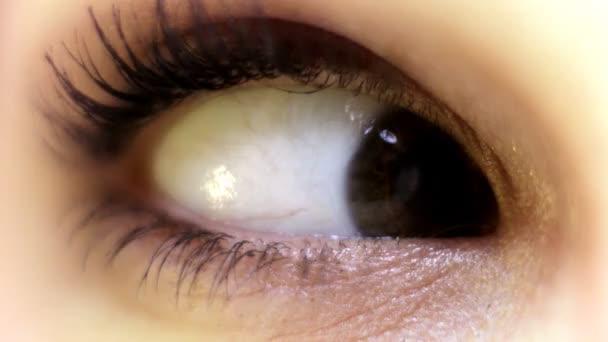 Közeli kép a szem nézett körül