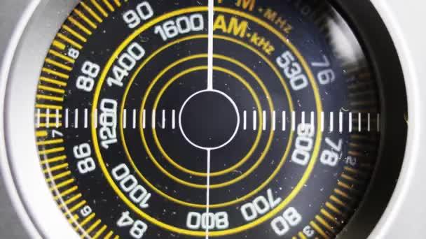 detail kruhové rádio vytáčení staré retro rádio