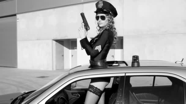tanec sexy policie žena