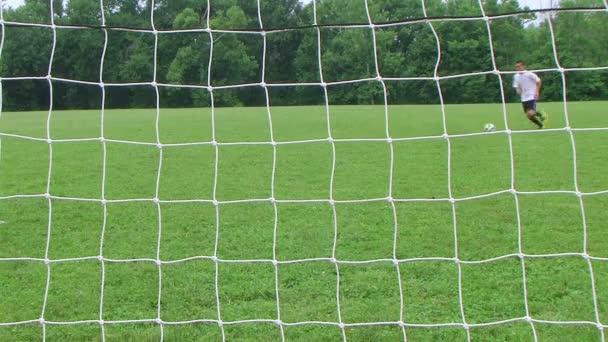 fotbal výkop