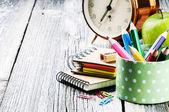 barevné školní potřeby