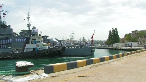 Hajó és vontatóhajó