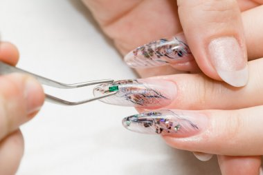 Nail art micro emerald for perfect fingernail