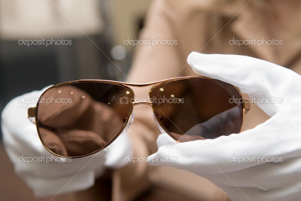 Vendeur de lunettes de soleil — Photographie