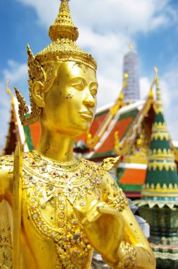 Grand palace in Bangkok with golden statue