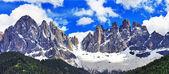 Fényképek impozáns Dolomitok-hegységre, val di funes, Észak-Olaszország