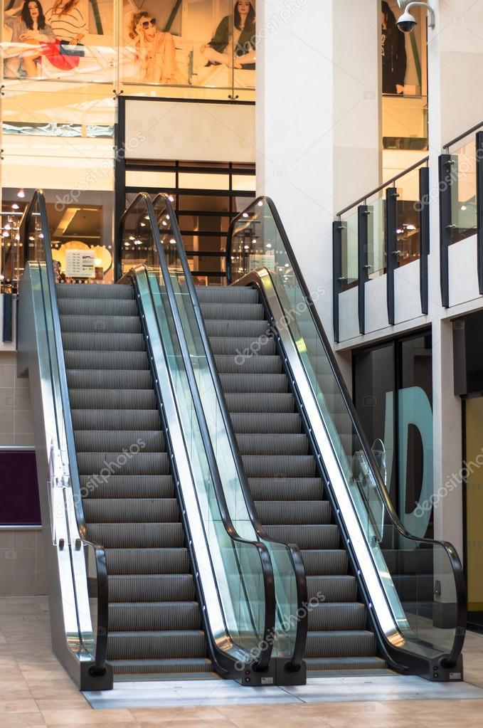 Escaleras mec nicas en un centro comercial reino unido for Escaleras dielectricas precios