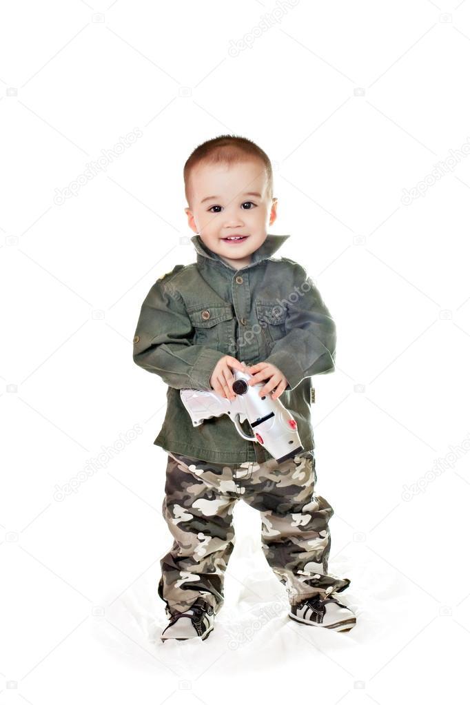 remise pour vente prix limité profiter de gros rabais Garçon asiatique dans un vêtement militaire — Photographie ...