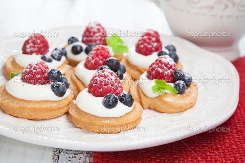 мини пирожные фото