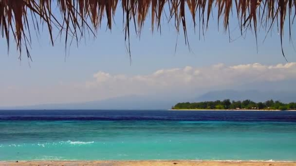 Insel in türkisfarbener Meeresschleife