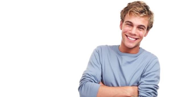 mladý muž na sobě modrý svetr usmívá a směje se, izolované na bílém pozadí