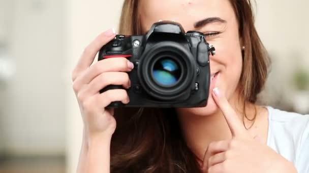 Gorgeous young teenage girl using digital slr camera