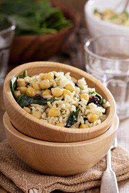 Salad with rice, chickpeas, spinach, raisins