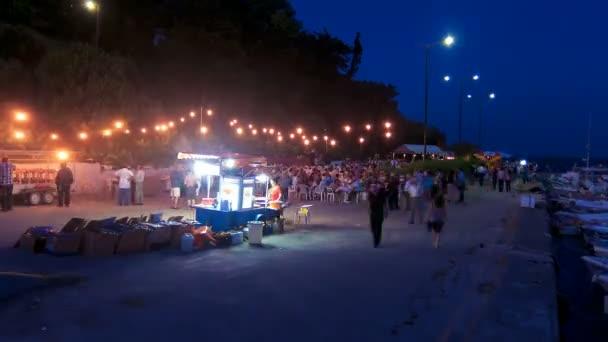 Zeitraffer: Feiertag des Klosters Vlacherna in der Nacht, Kanoni, Korfu, Griechenland.