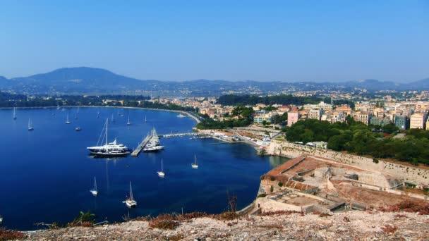 Zeitraffer: Luftaufnahme der Yachtmarine von der alten Festung, Kerkyra, Korfu, Griechenland.
