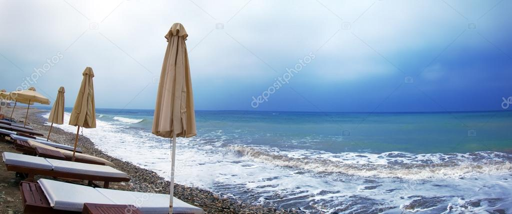 Panorama över Dåligt Väder På Medelhavet Beach Cypern