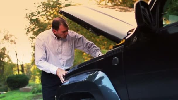 vozidlo uvízlé muž zakázán