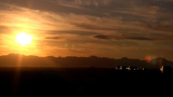 provoz na arizona dálnice při západu slunce