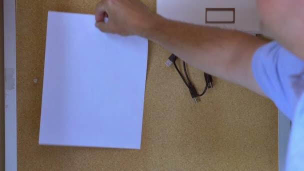 papír na nástěnce