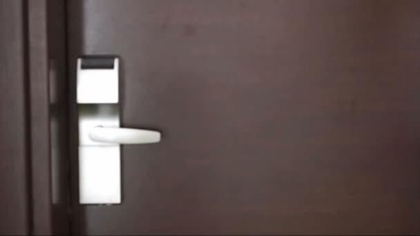 zadání dveře s keycard