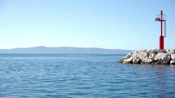 modré moře a signálu stanice