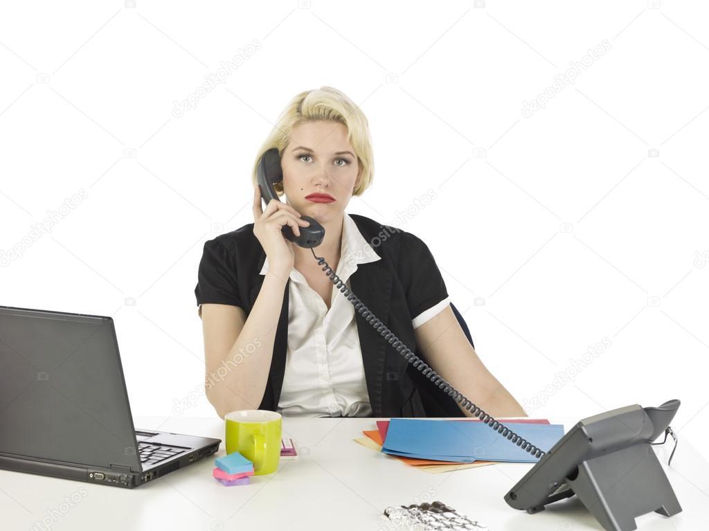 Personal de la oficina mujer triste hablando por tel fono for Telefono de la oficina