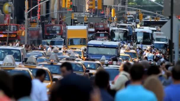 přeplněné ulice
