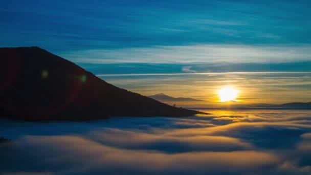 Hegy magasságát, sűrű köd réteg