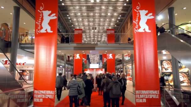 Berlinale Tickets Warteschlange Stockvideo Opa4opa 48927247