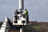 Telekomunikační stožár opravují